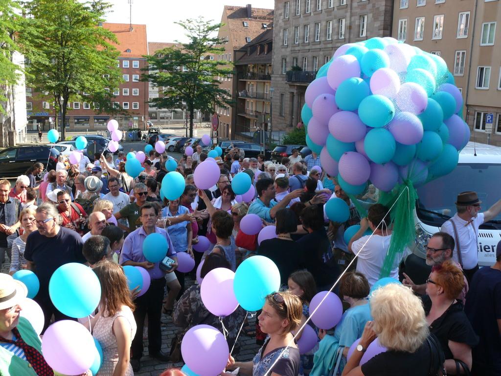 gemeinsame Ballon-Aktion © EGG Bayern